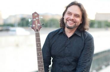 Trešdien Spīķeros ar pirmo koncertu Rīgā uzstāsies basģitāras virtuozs Antons Gorbunovs