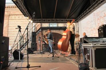 """Kvarteta """"Music under Baltics"""" koncerts Spīķeru pagalmā"""