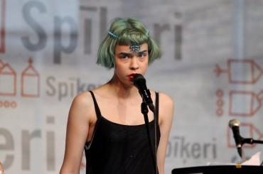Dziedātāja MNTHA aizvadījusi savu pirmo brīvdabas koncertu Spīķeros