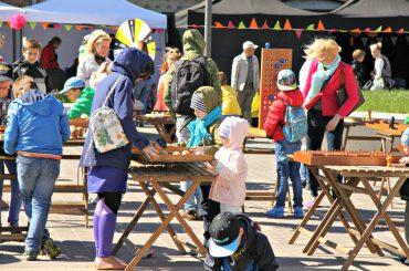 """FOTO: Spīķeros aizvadīts festivāls bērniem """"Radi un iedvesmojies"""""""