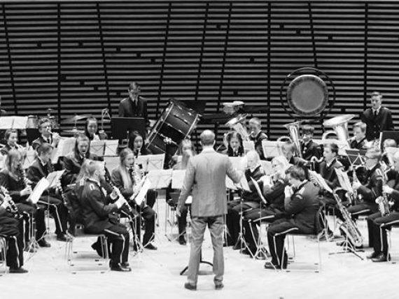 Trešdien Spīķeru kvartālā uzstāsies skolēnu pūtēju orķestris no Norvēģijas