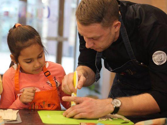 Indijas pīrādziņu kulinārijas meistarklase bērniem