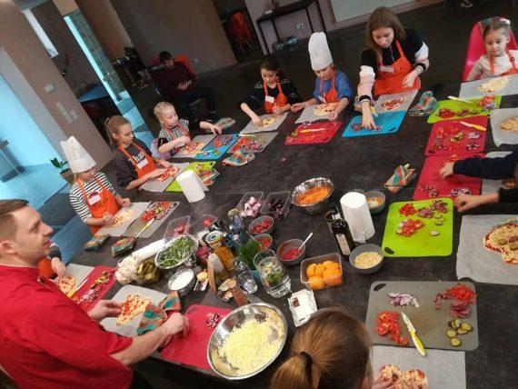 Meistarklase bērniem : gaļas kulebjaka un karameļu kēksiņi