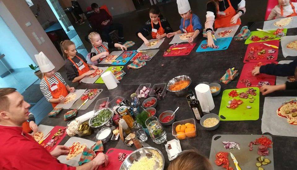 Kulinārijas studijā Culinarium Spīķeros gatavojam karameļu kēksiņi