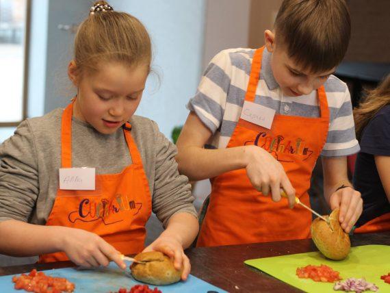 Vistas žiljēns un trifeles kulinārijas meistarklasē bērniem