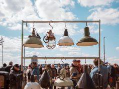 FOTO: Spīķeros jauno sezonu uzsāk Rīgas krāmu tirdziņš