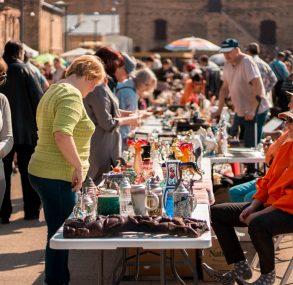 FOTO: Spīķeros norisinās brīvdabas andele Rīgas krāmu tirgus