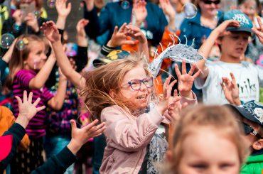 """Saulaini aizvadīts festivāls bērniem """"Radi un iedvesmojies"""" Spīķeros"""