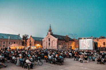 """Brīvdabas kino vakarā Lika Besona starpgalaktiku piedzīvojumu filma """"Valeriāns un tūkstoš planētu pilsēta"""""""