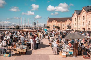 !!! PĀRCELTS – Spīķeru kvartālā norisināsies Rīgas krāmu tirgus