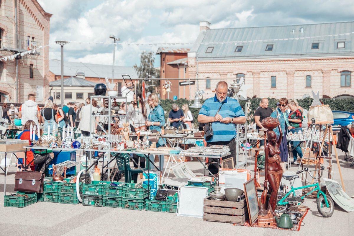 Rīgas krāmu tirdziņš Spīķeru kvartālā Rīgā