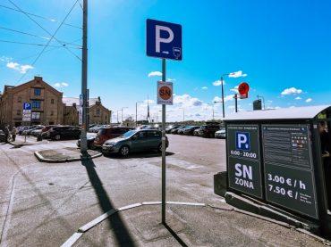 Plaša un ērta maksas autostāvvieta pašā Rīgas centrā