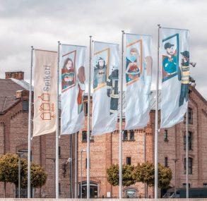 Spīķeru kvartālā pacelti karogi pateicībā mūsu varoņiem