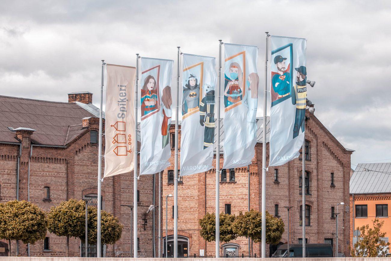 karogi paldies mūsu varoņiem