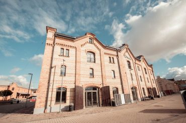 Renovēta viena no Spīķeru kvartāla centrālajām ēkām