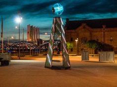 """Демонстрация интерактивной арт- инсталляции """"Маяк""""  на площади квартала Спикери"""
